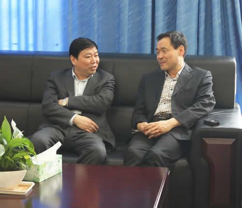 陕化董事长_陕三建集团董事长照片
